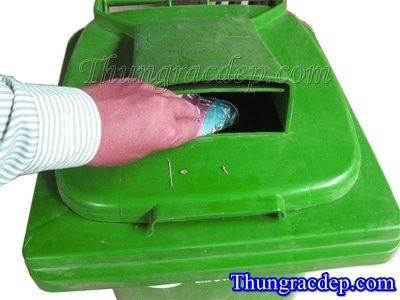 thùng rác có nắp