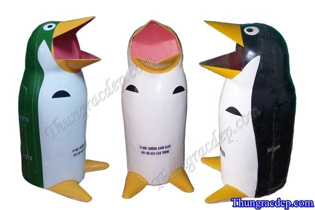 Thùng rác hình con thú chim cánh cụt